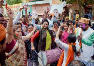 Woman workers in Ranchi celebrating the party's victory in UP and Uttarakhand Assembly polls.