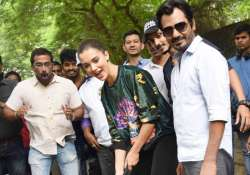 Nawazuddin Siddiqui, Amy Jackson plays golf on Mumbai