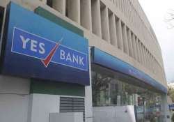 yes bank q4 net up 19 at rs 430 cr to raise upto 500 mn