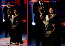 iifa vidya balan dedicates her award to kahaani director