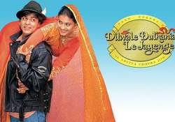 video shah rukh and kajol accept ddlj s climax was full of