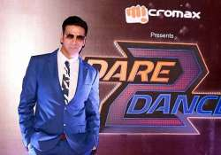 akshay kumar wows audiences with live rapping at dare 2