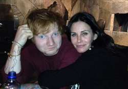 ed sheeran to be the best man at courteney cox s wedding