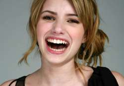 emma roberts in love with blonde look