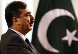 gilani laments stark difference in democracy in india pak