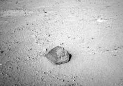 curiosity rover to probe mysterious rocks on mars