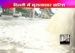 heavy rains force 4 flights to go around one diversion at