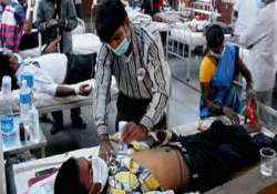 dengue toll rises to 14 in delhi hospitals to take in more