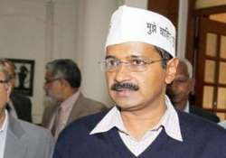 kejriwal threatens to sit on dharna if police officials not