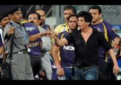 mca in a fix over srk s entry to wankhede stadium