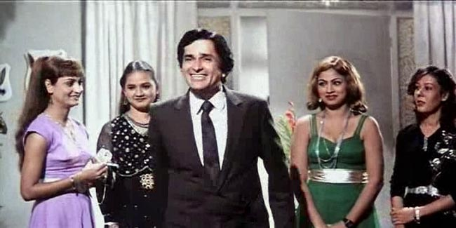Namak Halaal: How phenomenally Shashi Kapoor moulded himself into the character of Raja, the owner of a 5-star hotel. The class and sophistication runs deep in his veins.