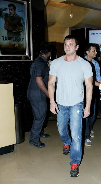 Brother Sohail Khan, who is also a part of the movie, said, We are playing brothers in the film and the emotional scenes with him just messed me up. I was in tears while dubbing for the emotional scenes with Sohail. Tubelight was emotionally very draining.