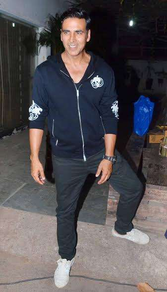 Akshay Kumar made a grand entry and looked dapper in a semi-casual attire.