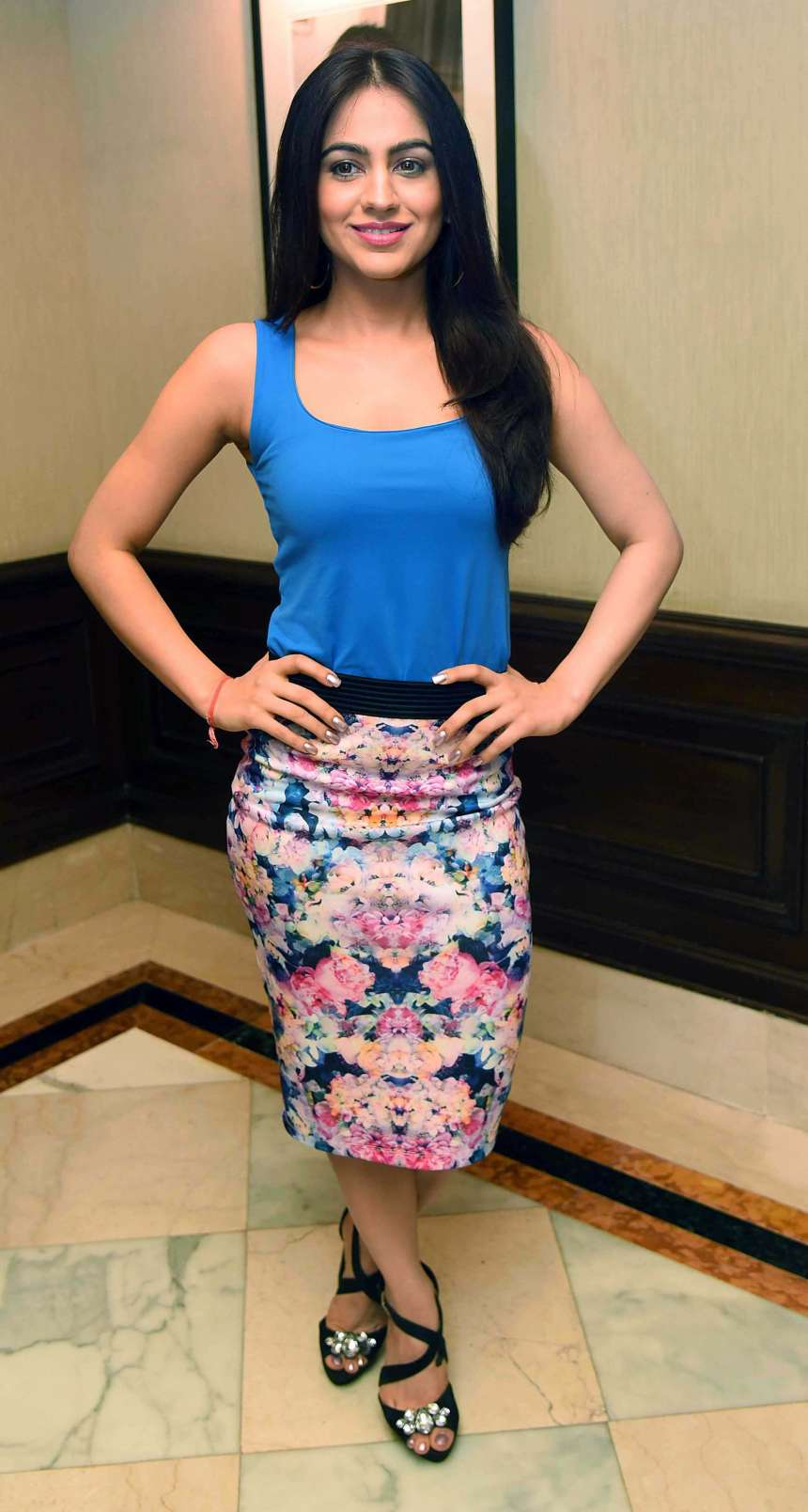 Aksha Pardasany has already been seen in various Telugu movies like Yuvatha, Ride and Kandireega. The actress looked stunning in blue top and floral pencil skirt.