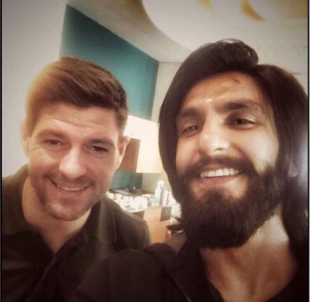 Ranveer was spotted taking selfie with the legendary Steven Gerrard, the football coach and former player of Liverpool