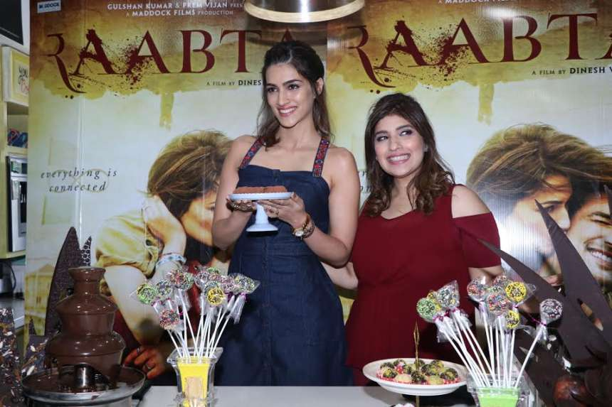 Chocolate is something which almost every girl loves to eat and this mouth-watering chocolate making session of Kriti made her Raabta promotion even interesting.