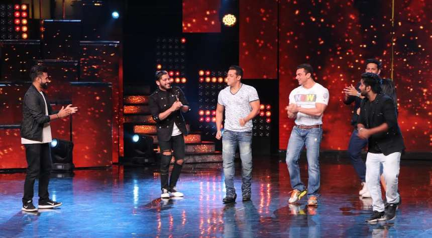 The brother duo was seen having fun to the fullest with the contestants of the show.