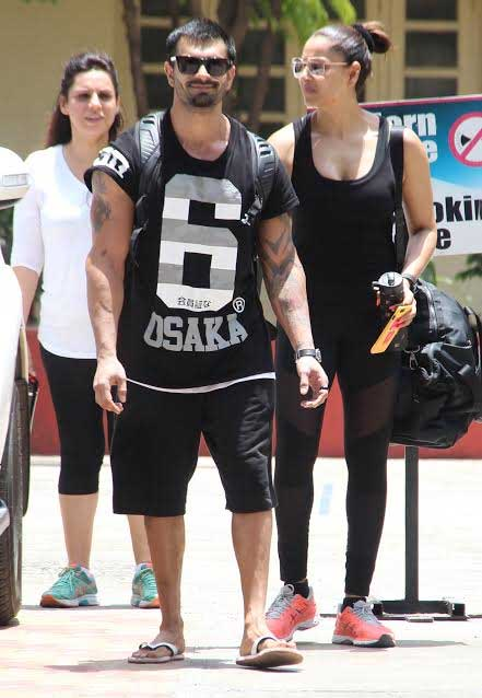 Karan and Bipasha were seen together at a gym. Their strong bond can be seen here.