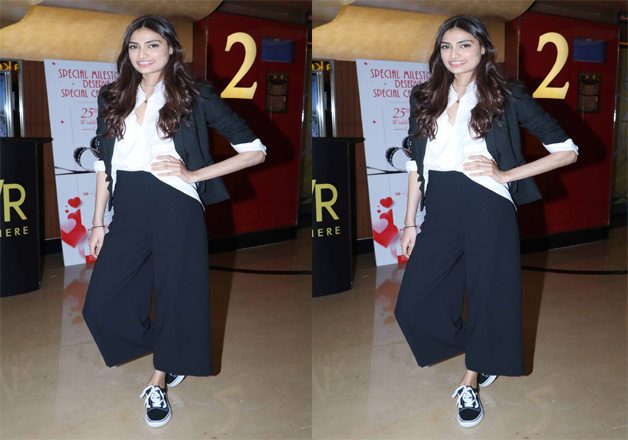 Sunil Shetty's daughter Athiya Shetty was also spotted at the special screening of the film and the actress looked gorgeous and cheerful at the event.