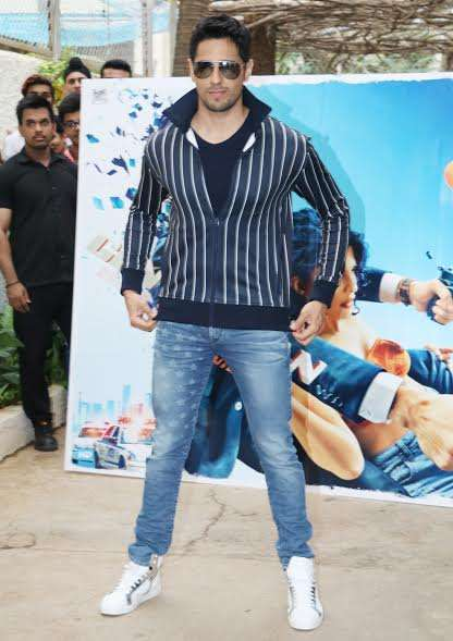 Sidharth kept it semi-casual in blue denims and greyish black jacket. His white sporty shoes completed the look.