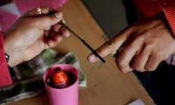 Show the inked finger get discounts at restaurants in Patna
