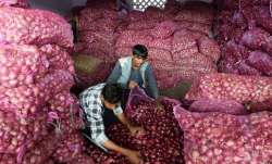 Onion prices touch roof: Hyderabad Rs 170/kg, Mumbai Rs 120/kg, Chennai & Kolkata Rs 100/kg