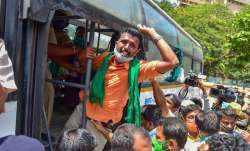 Members of various farmer organizations being detained by the police during Bharat Bandh, a protest