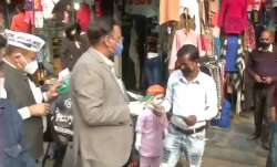 Delhi Health Minister Satyendar Jain distributed free masks in Shakur Basti area