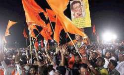 shiv sena workers blacken face of man in pune