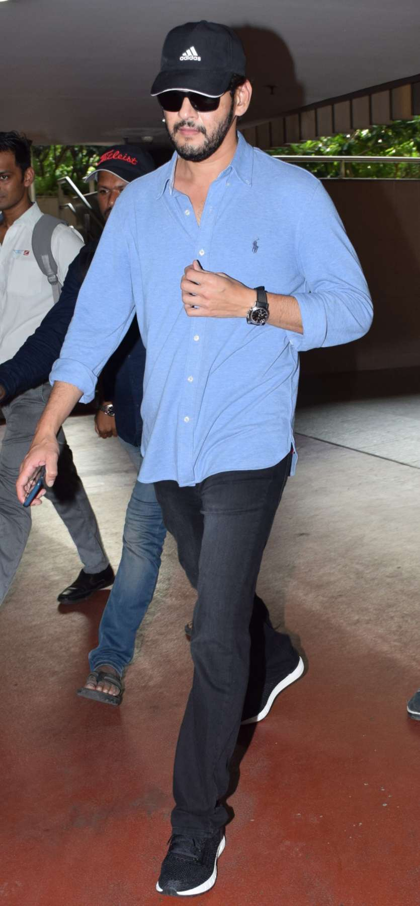Mahesh Babu Sports Beard Look For His 25th Film Check Out Latest Pics