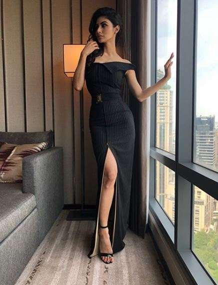 IIFA 2018: Mouni Roy is a complete stunner in these latest
