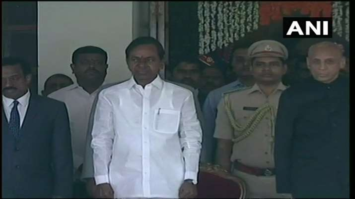 KCR takes oath as Telangana CM for second consecutive term